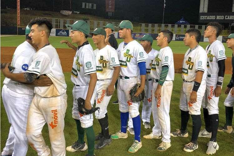 Jugadores de Panamá Oeste celebran el triunfo sobre Coclé la noche de ayer sábado. Foto: Fedebeis