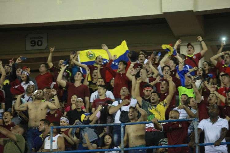 Una buena cantidad de aficionados se dio cita para presenciar el partido, en su mayoría venezolanos. Foto: Anayansi Gamez
