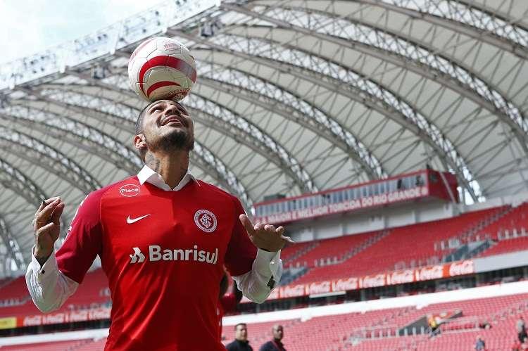 Paolo Guerrero deberá cumplir los 14 meses de sanción impuesto por el TAS. Foto: EFE