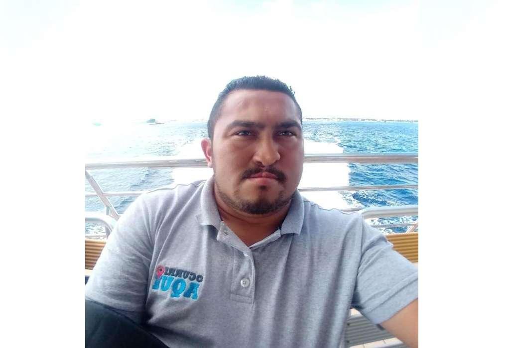 Fotografía cedida este jueves por colegas del periodista Francisco Romero, reportero de crónica roja en el balneario mexicano de Playa del Carmen, quien fue asesinado afuera de un bar, según reportaron autoridades locales. EFE