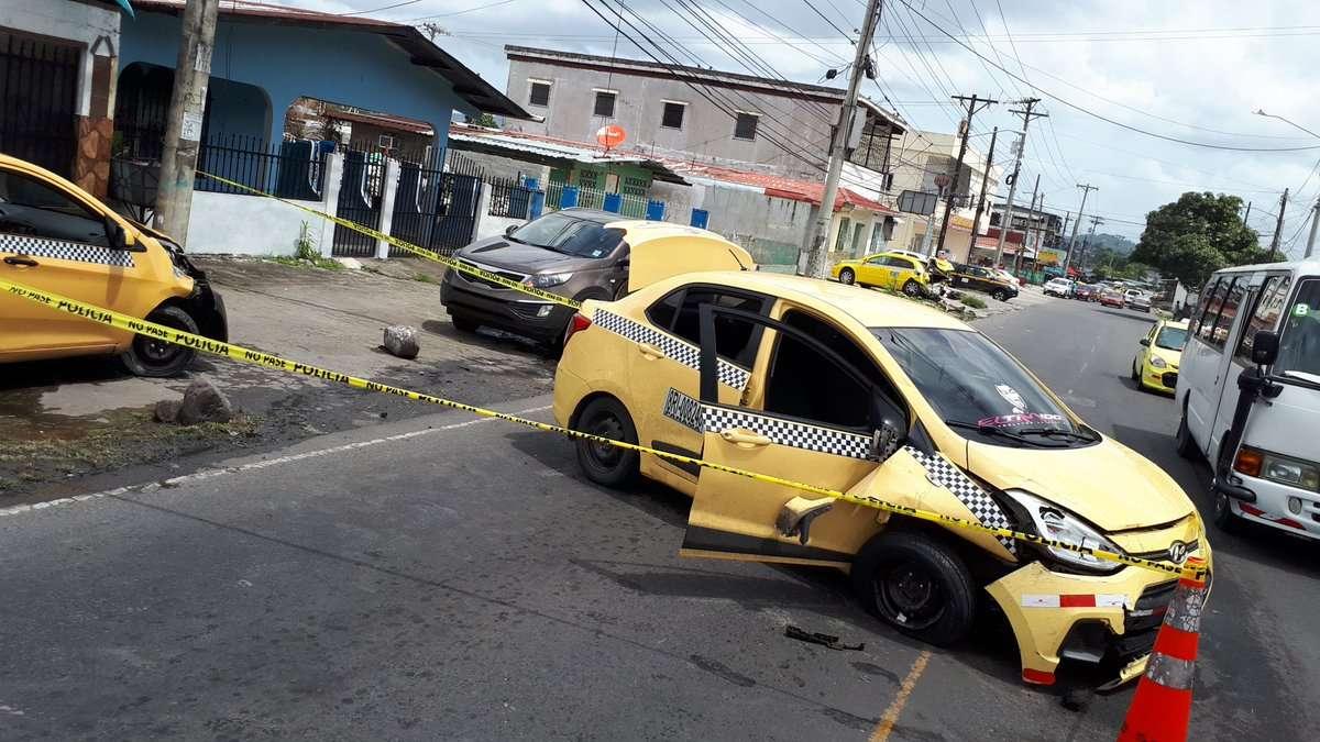 Vista general del accidente de tránsito ocurrido en medio de una persecución policial en San Miguelito. Foto: @joseFFossatti