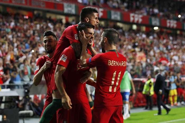 Andre Silva (c) de Portugal celebra luego de anotar el 1-0, durante un partido de la Liga de Naciones UEFA entre Portugal e Italia/ EFE/ANTONIO PEDRO SANTOS
