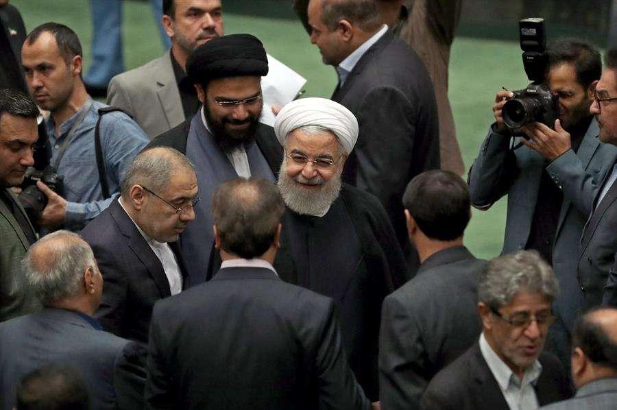 Las autoridades persas tienen la intención de dar nuevos pasos en esta línea el próximo viernes, cuando termina su segundo ultimátum, según recordó en su discurso de hoy Rohaní. EFE