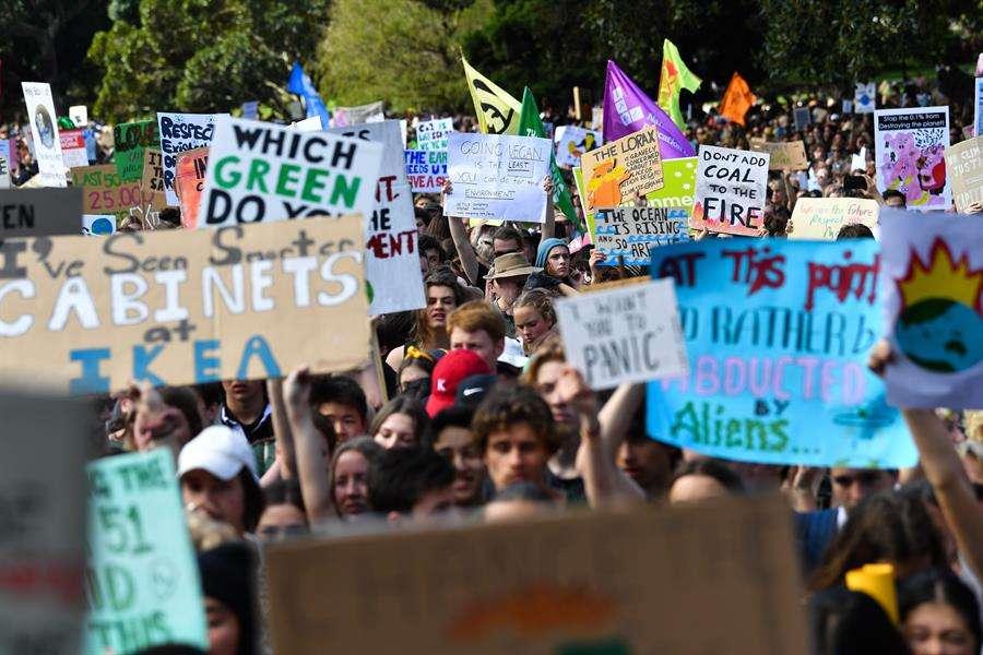 Miles de escolares protagonizaron este viernes las manifestaciones multitudinarias en ciudades como Sídney, Manila, Bangkok, Melbourne o Singapur. EFE