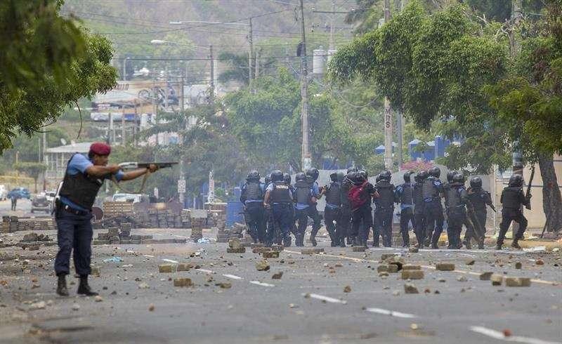 Según datos de organizaciones humanitarias locales, al menos 320 personas han fallecido en NicaraguSegún datos de organizaciones humanitarias locales, al menos 320 personas han fallecido en Nicaragua en los últimos a en los últimos tres meses. EFE Archivo