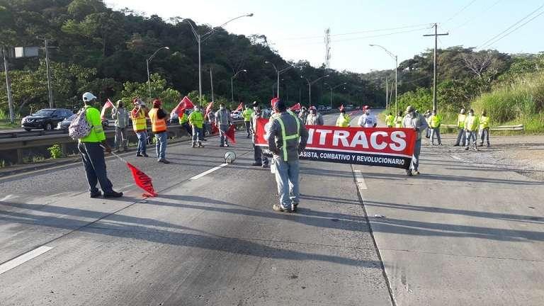 Suntracs protesta por la defensa de los derechos laborales y contra el aumento de la edad de jubilación.