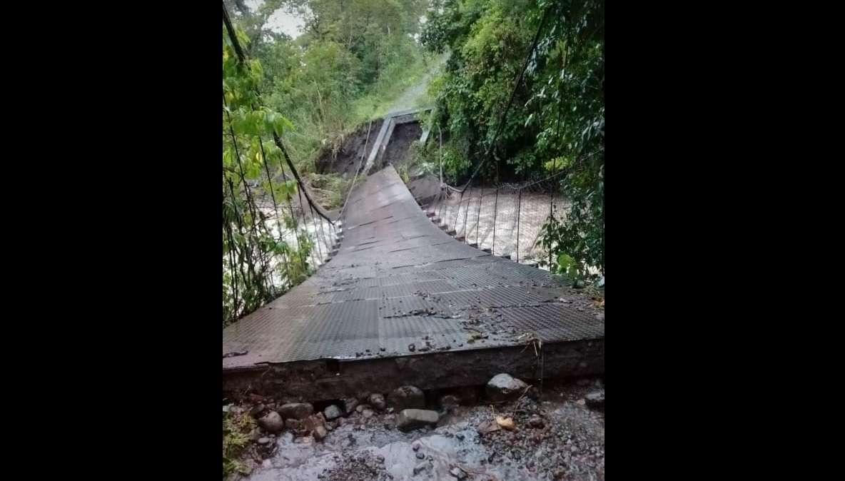 Vista general del estado en el que quedó el puente. Foto: @@donderisja