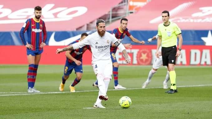 Sergio Ramos define de penal.