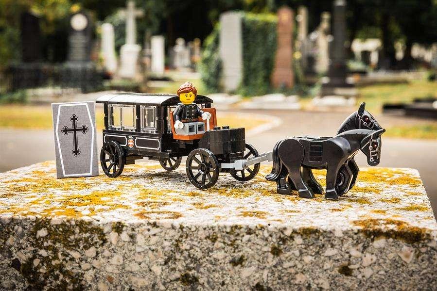 Muestra una de las recreaciones de Lego con el Día de la Muerte y cuyo objetivo es familiarizar a los pequeños con este tema. EFE
