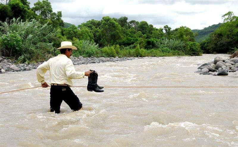 Las autoridades decretaron el estado de alerta en varios estados mexicanos por la cercanía del huracán Rosa, de categoría 1 en la escala Saffir-Simpson, que tocará tierra el lunes en la Península de Baja California, según el SMN. EFE/ARCHIVO