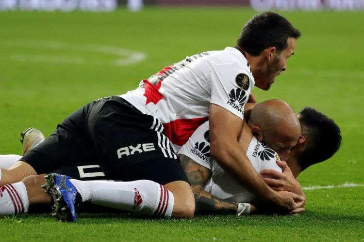Jugadores del River Plate celebran luego de vencer al Boca Juniors. Foto: EFE