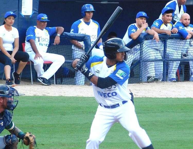 Jhonny Santos sacudió cuadrangular por los Toros de Herrera. / Foto Cortesía