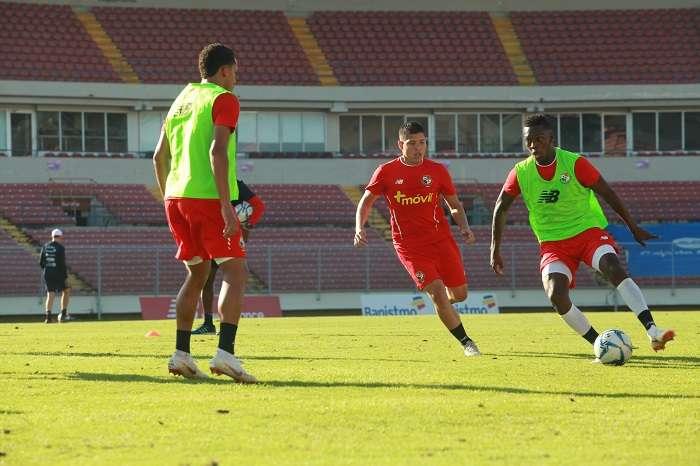 Crístian Martínez y José Luis Rodríguez en el entrenamiento de cara al amistoso Panamá contra Venezuela./Anayansi Gámez