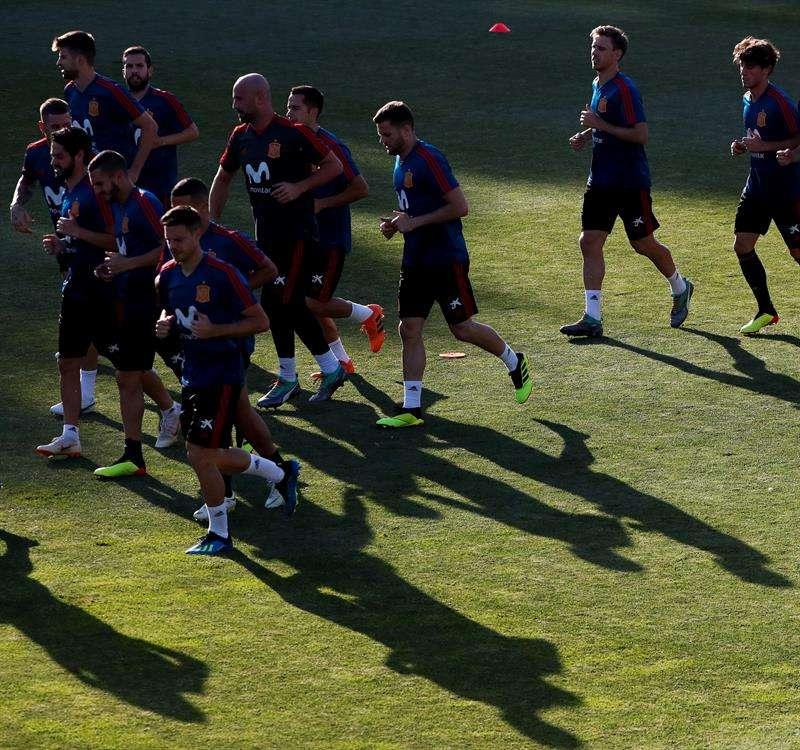 Los jugadores de la selección española de fútbol participan en un entrenamiento del equipo en Krasnodar. Foto EFE