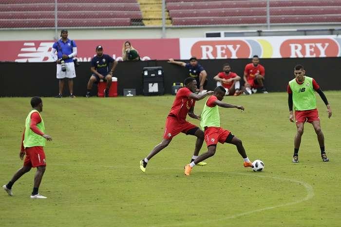 Jugadores de la selección de fútbol de Panamá se preparan. EFE
