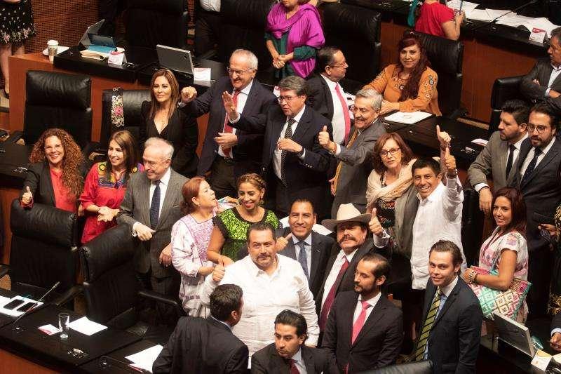 enadores mexicanos celebran este miércoles el dictamen que ratifica el Tratado comercial con Estados Unidos y Canadá. EFE