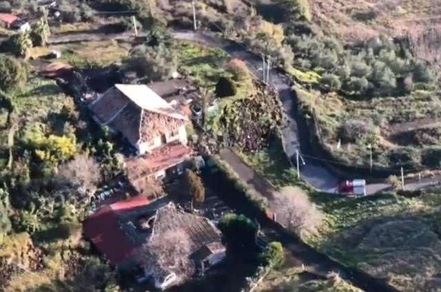 Captura de video facilitada por los Carabinieri que muestra una vista aérea de la zona afectada por el terremoto en Fleri (Italia). EFE