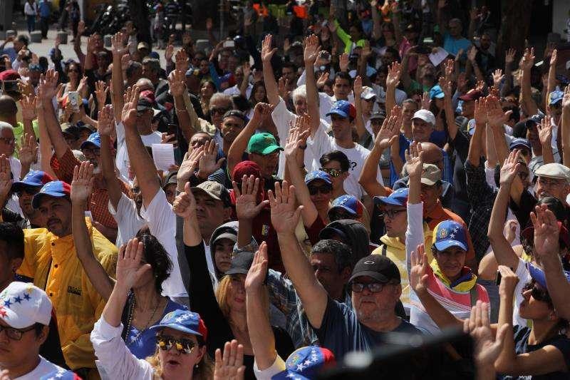 Simpatizantes del presidente de la Asamblea Nacional de Venezuela, Juan Guaidó, se manifestaban este sábado en las calles de Cararas. EFE