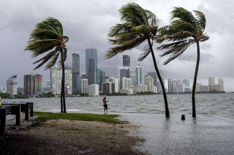 Las previsiones de la agencia estadounidenses de cara a la temporada en la cuenca atlántica, que afecta durante seis meses a EE.UU., el Caribe y México, apuntan además a la formación de 10 a 16 tormentas tropicales. EFE/Archivo