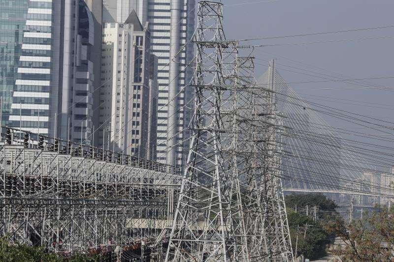 Torres de alta tensión en la ciudad de Sao Paulo (Brasil). EFEArchivo