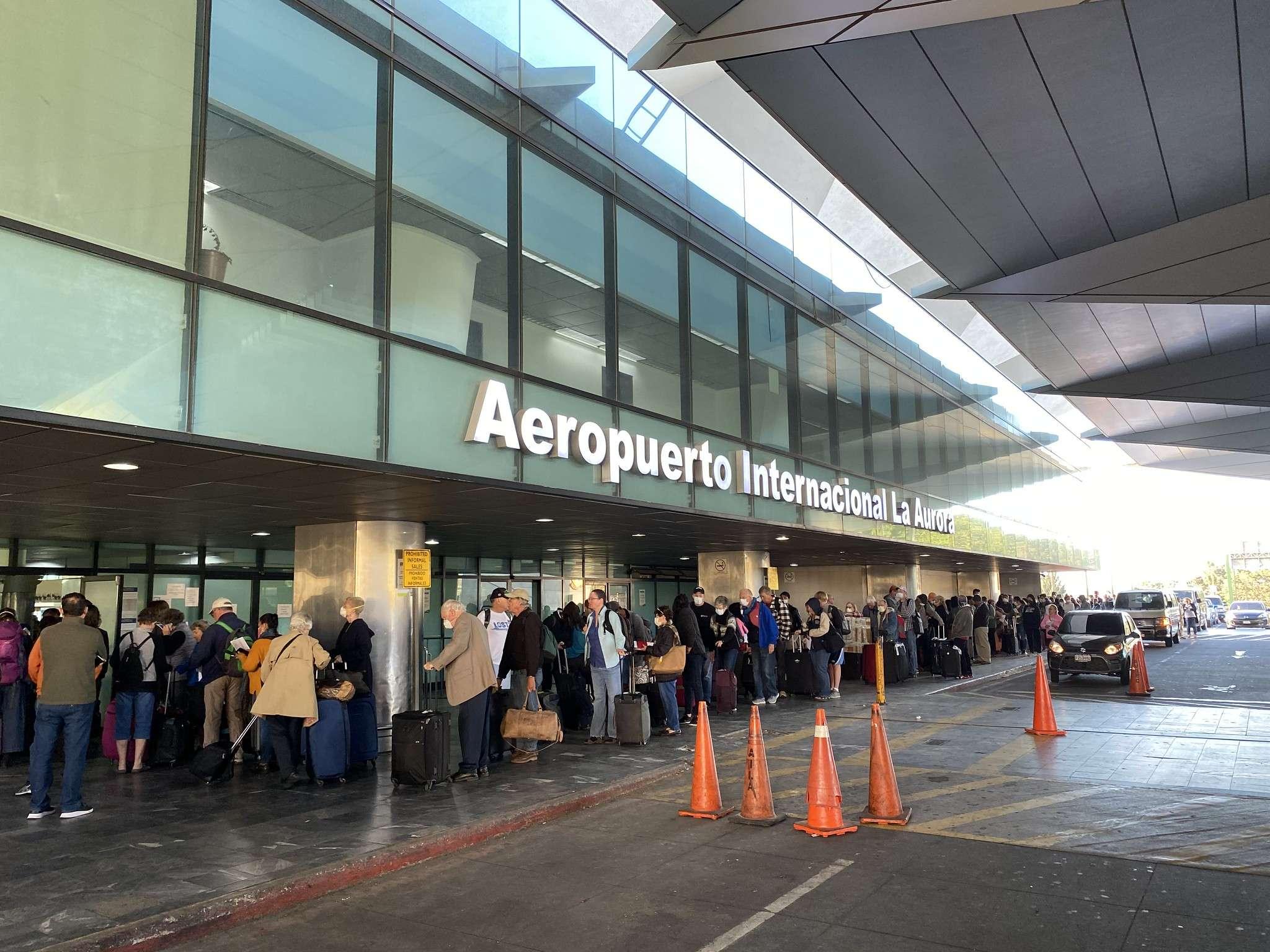 Aeropuerto, La Aurora
