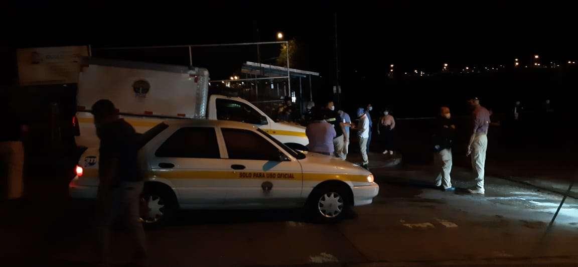Unidades de la Policía Nacional se presentaron a la escena del crimen para iniciar la investigación del caso. Foto: Alexander Santamaría
