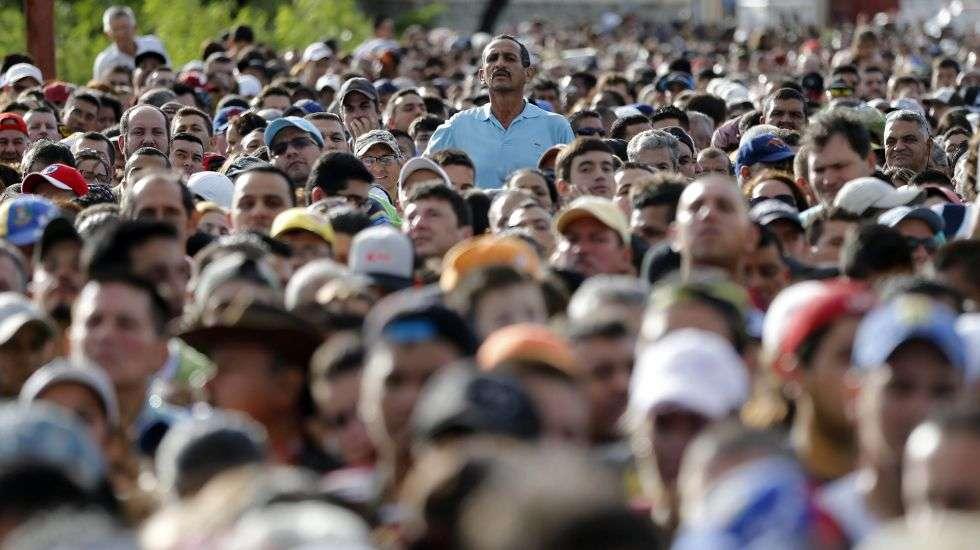 Durante esta semana alrededor de 4.200 venezolanos cruzaron a diario hacia Ecuador procedentes de Colombia.  Foto: AP Ilustrativa