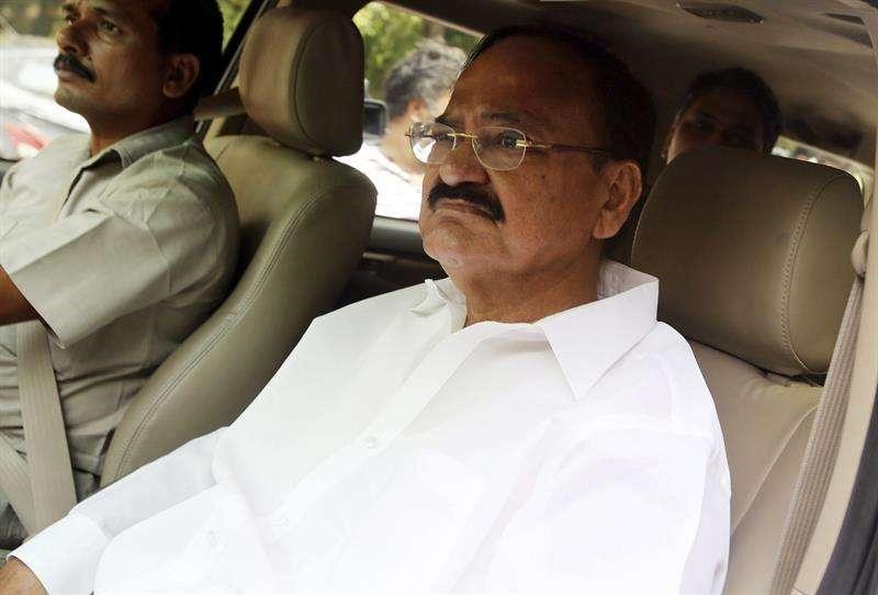 En la imagen un registro del vicepresidente de India, Muppavarapu Venkaiah Naidu (d), quien llegará a Panamá este 8 de mayo. EFE/Archivo