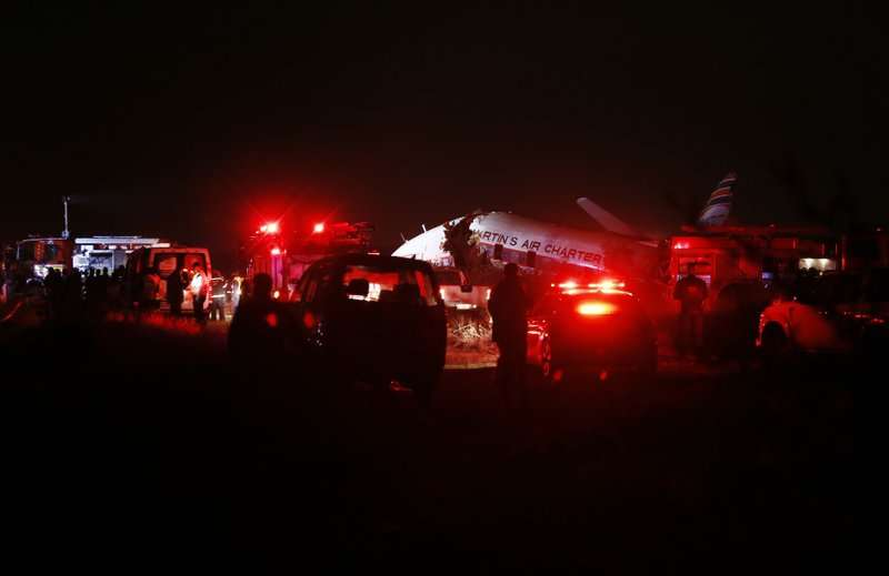 Vista de una avioneta que se accidentó hoy, martes 10 de julio de 2018, cerca de Kameeldrift, al norte de Pretoria (Sudáfrica). AP