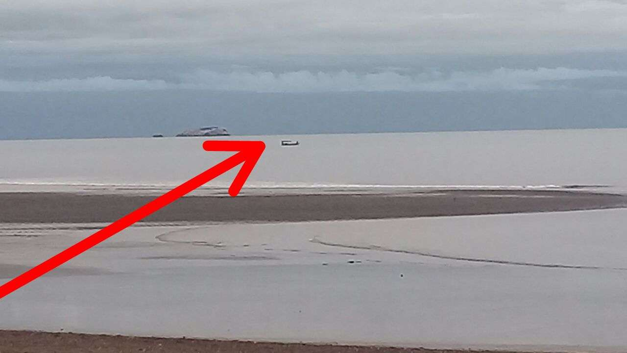Vista del punto donde impactó la avioneta en el mar.