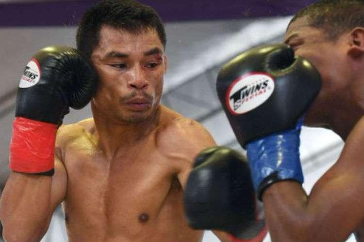 Wanheng Menayothin (izq.) es el campeón mundial de las 105 libras del Consejo Mundial de Boxeo (CMB).