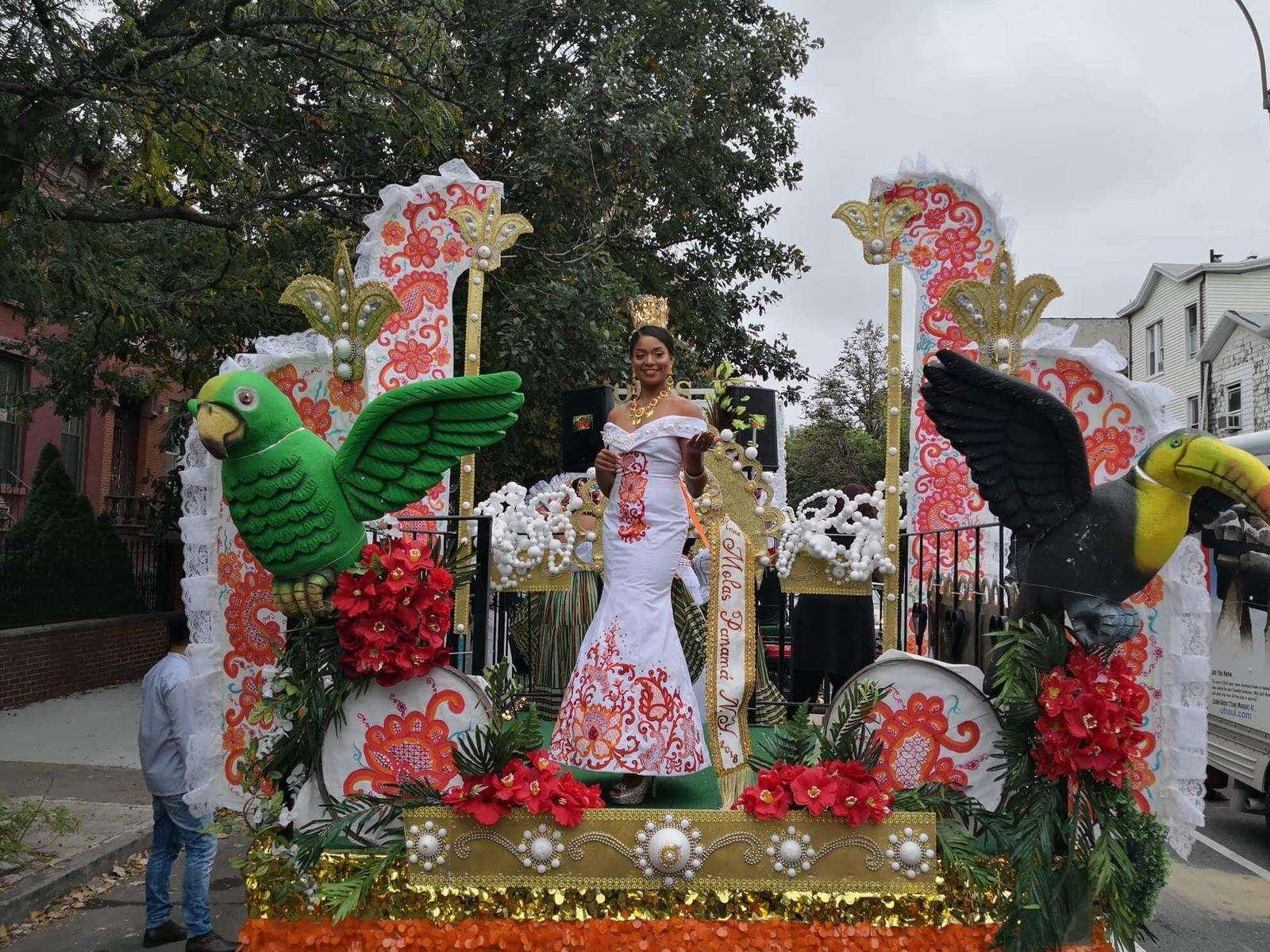 Señorita Mercedes González,participa con una hermosa carroza, decorada por Carlos Vargas