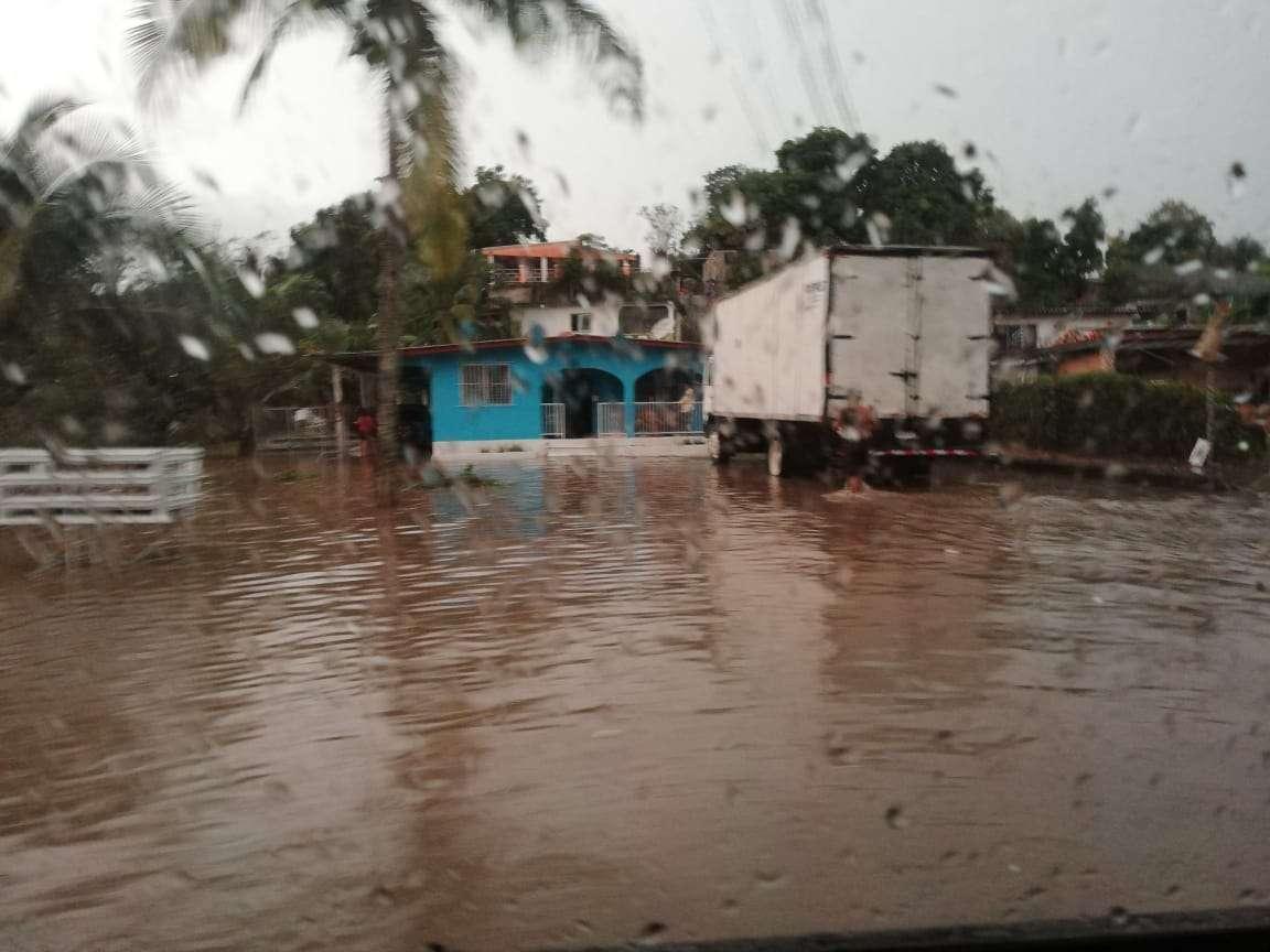 Inundación barriada Santa Teresa, ubicada en Ciudad Bolívar.