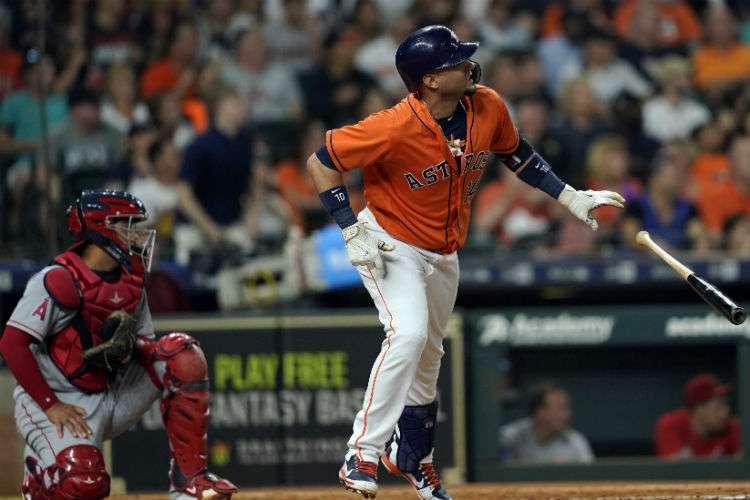 Yuli Gurriel fue uno de los jugadores claves en el triunfo de los Astros de Houston. Foto: AP