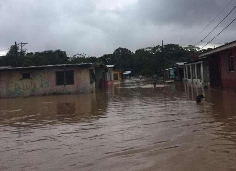 Zonas inundadas en Santa Isabel, en la costa arriba de Colón.