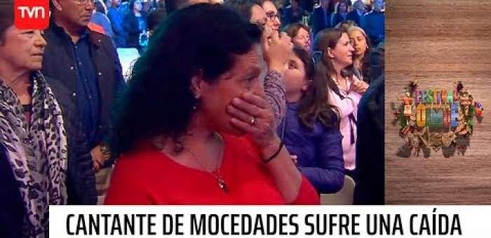 Embedded thumbnail for Integrante de Mocedades sufre caída en el escenario
