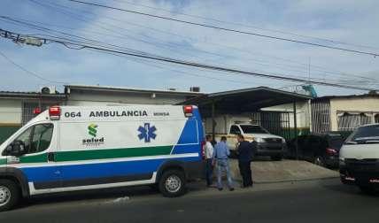 Vista general de la parte externa del Centro de Salud de Torrijos Carter en donde falleció la víctima. Foto: Edwards Santos
