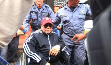 Bien custodiado salió Manuel Antonio Noriega. Foto Víctor Arosemena