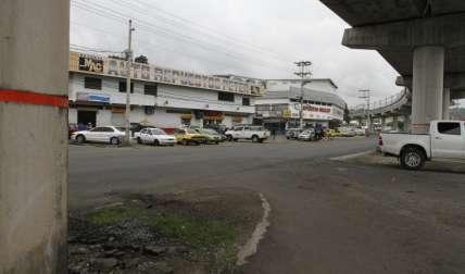 En este cruce, los autos se detuvieron y sus ocupantes se dispararon entre sí. La bala alcanzó al peatón.  Foto Edwards Santos Crítica