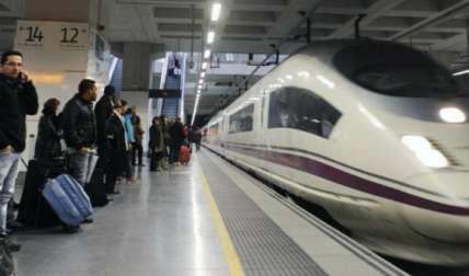 Los pasajeros llegaron a su destino de madrugada, con varias horas de retraso.  /  Foto: EFE Archivo
