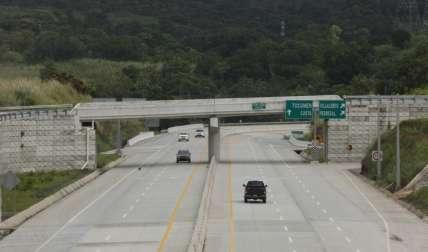 En el Corredor Norte hacia Tocumen se han registrado varios accidentes, en poco tiempo de inaugurado.  Foto Archivo
