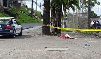 En la escena del crimen.  Foto Delfia Cortez Colón