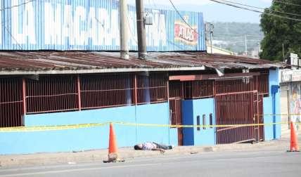 La víctima no tenía zapatos.  Foto Josué Arosemena Crítica
