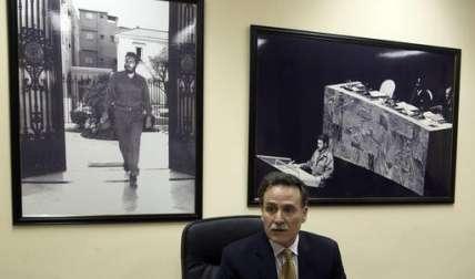 Machín exhortó a Obama a que emita una última ronda de órdenes que le quiten fuerza al embargo.  /  Foto: AP