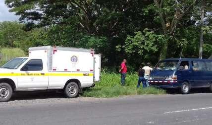 Las autoridades llegaron a la escena para realizar el levantamiento del cuerpo.
