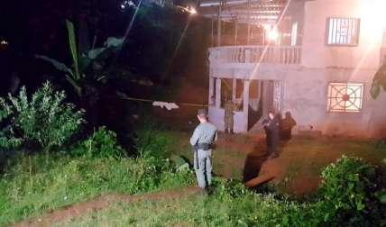 En este lugar ocurrió el asesinato. Se investiga. Foto Raimundo Rivera Corresponsal