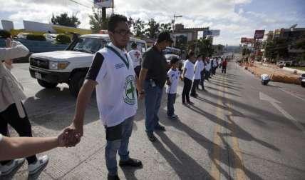 Miles de personas piden paz. Foto EFE