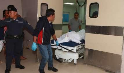 El cuerpo fue llevado a la morgue. Foto Alexander Santamaría Crítica
