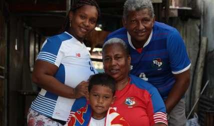 Oderay Mendieta, junto a su esposo, Fidel Escobar, su hija Sonia Escobar y su nieto Arturo Cargill. Foto: Anayansi Gamez