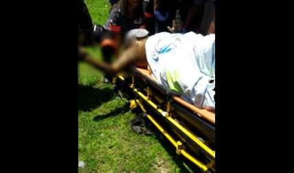 Paramédicos auxiliaron a la víctima.  /  Foto: Delfia Cortez
